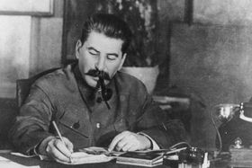 Stalin, photo: Bundesarchiv, Bild 183-R80329 / CC-BY-SA