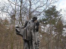 Копия памятника Карелу Гинеку Махе в городе Литомержице, оригинал памятника находится на пражском холме Петршин (Фото: Эва Туречкова, Чешское радио - Радио Прага)