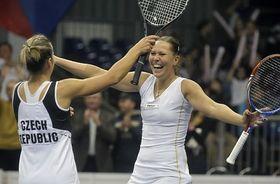 Květa Peschkeová, Lucie Hradecká (right), photo: CTK
