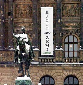 Надпись на здании Национального музеа в Праге (Фото: ЧТК)