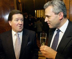 Lord Robertson (left) and Czech Defence Minister Karel Kuhnl, photo: CTK