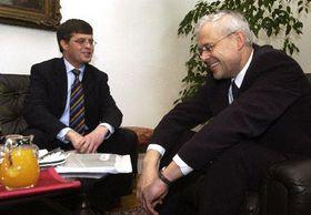 El primer ministro holandés, Jan Peter Balkenende con su homólogo checo, Vladimír Spidla, foto: CTK
