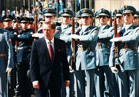 1993: Die Uniformen und weitere Sichtelemente entstanden auf Wunsch von Präsident Václav Havel (Foto: Archiv des Militärhistorischen Instituts)