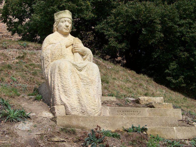 Socha Jana Husa na hradě Krakovci, foto: ŠJů, Wikimedia Commons, CC BY-SA 3.0