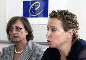Generální ředitelka Rady Evropy pro vzdělávání Gabriela Battainiová-Dragoniová (vlevo) aministryně školství Petra Buzková, foto: ČTK