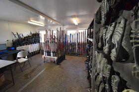 Vybavení pro běžecké lyžování si lze uokruhu na Vypichu zapůjčit, foto: Ondřej Tomšů