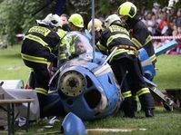 Simulated airplane crash at Karlovo náměstí, photo: CTK