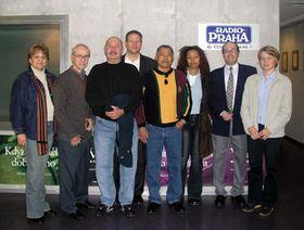 De izquierda: Crispina Aquit, Angel Cuadra, Pedro J. Fuentes Cid, Michael S. Cohen, Sixto Reynaldo Aquit y los redactores de Radio Praga Dita Asiedu, Freddy Valverde y Dagmar Keberlova