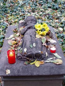 The grave of the Holy Girl