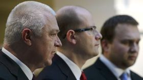 Ярослав Фальтынек, Богуслав Соботка и Мариан Юречка (Фото: ЧТК)