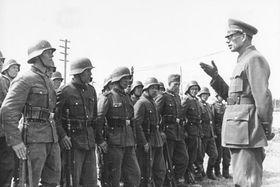 El general Vlásov con sus soldados, foto: Bundesarchiv, CC BY-SA 3.0 de