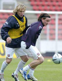 Pavel Nedved y Vladimír Smicer (Foto: CTK)
