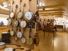 Экспозиция музыкальных инструментов Остружна, фото: Архив Skiland Остружна, Wikimedia Commons, CC BY-SA 4.0