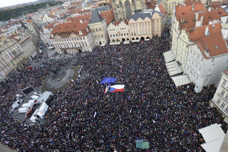 Lundi, des milliers de personnes ont rempli la place de la Vieille-Ville à Prague, photo: ČTK/Kateřina Šulová