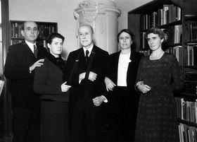 Zleva : Jan Masaryk, vnučka Anna, Tomáš Garrigue Masaryk, Alice Masaryková, Olga Masaryková, foto: ČTK