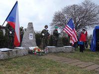 Pomník ve Vísce připomínající pád amerického bombardéru v roce 1945, foto: Milena Štráfeldová