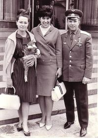 Юрий Гагарин с женой Валентиной (на фото слева), Болгария, 1966 г. Фото: EV-EV, CC BY-SA 3.0