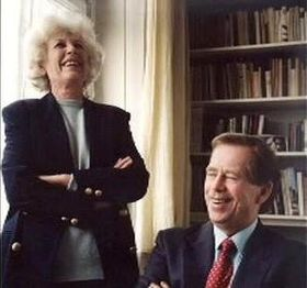 Вацлав Гавел со своей первой женой Ольгой, Фото: ЧТ24