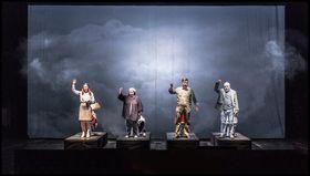 Jana Horáková Levicová, Lenka Šmídová, Dušan Růžička und Jiří Sulženko (Foto: Patrik Borecký, Archiv des Nationaltheaters in Prag)