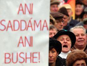 Manifestaciones contra la eventual guerra en Irak en Praga, foto: CTK