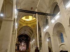 Le pendule de Josef Pleskot dans la nef de l'église Saint-Sauveur de Prague, photo: Martina Schneibergová