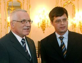 Вацлав Клаус и Ян Петер Балкененде (Фото: ЧТК)