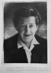 """V září 1949 byla Milada Horáková zatčena ave vymyšleném monstrprocesu se """"záškodnickou skupinou Milady Horákové"""" byla včervnu 1950 odsouzena ksmrti. Bohuslavu Horákovi se podařilo uprchnout do západní zóny vNěmecku. Nejcennější věcí, kterou si ssebou odnesl, byla tato fotografie Milady. Foto: Archiv Jany Kánské"""