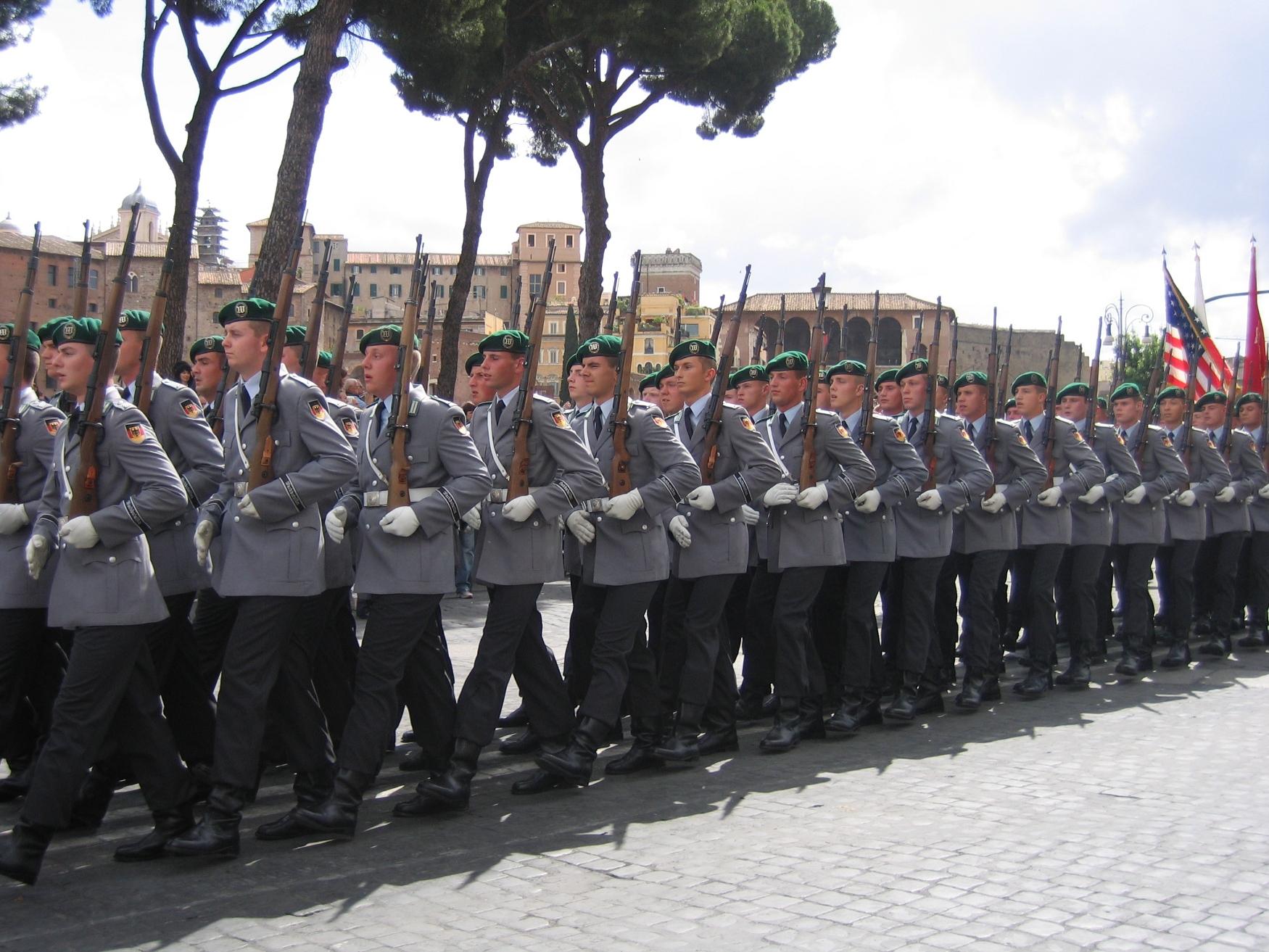 Nato: Tschechien und Deutschland beschließen militärische ...
