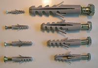 Dübel - hmoždinky (Foto: Philip Bosma, Wikimedia CC BY 3.0)