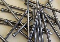 Nägel - hřebíky (Foto: Walter J. Pilsak, Wikimedia CC BY-SA 3.0)