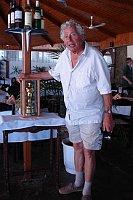 Walter Lassally with his Oscar, photo: Christophe Dupin, CC BY-SA 3.0
