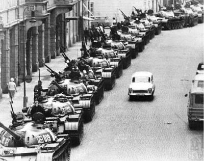 Resultado de imagen de invasión de checoslovaquia en 1968, el país