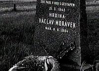 Tumba de Václav Morávek, foto: ČT (Documento 'Heydrich - la solución final')