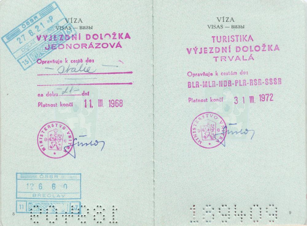 Czechs mark 30th anniversary of true freedom to travel to the West | Radio Prague International