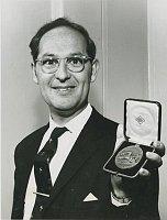 Harry Pollak soceněním London Medal British Institution of Management, foto: archiv Harryho Pollaka
