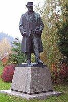 Bronzestatue von Alois Jirasek im Stadtpark, foto: Martint,  GNU Free Documentation License, Version 1.2