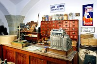 Einrichtung eines Ladens aus Jasenná
