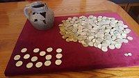 Insgesamt 521 Münzen befanden sich in dem Krug, der rund 600 Jahre lang unter der Erde lag (Foto: Monika Zettlová, Archiv des Tschechischen Rundfunks)