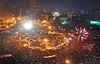 Celebraciones en la Plaza de Tahrir en El Cairo después de la caída de Mubarak, foto: Jonathan Rashad, Wikimedia Commons, Licence CC 2.0