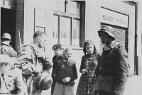Солдаты РОА (дивизия генерала Буняченко) в Праге, май 1945 г.