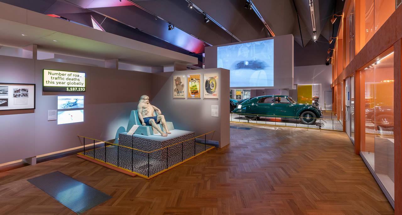 Legendary Tatra 77 car showcased at London's Victoria Albert Museum | Radio Prague International