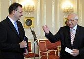 Лидер ГДП Петр Нечас с президентом Вацлавом Клаусом (Фото: ЧТК)