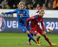 Jaroslav Plašil (a la derecha) sentenció el partido contra Islandia. Su centro lo anotó en propia puerta Halldórsson. Foto: ČTK.