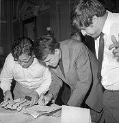 Ludvík Vaculík, Milan Kundera und Ivan Klíma auf dem Schriftstellerkongress 1967 (Foto: ČTK)