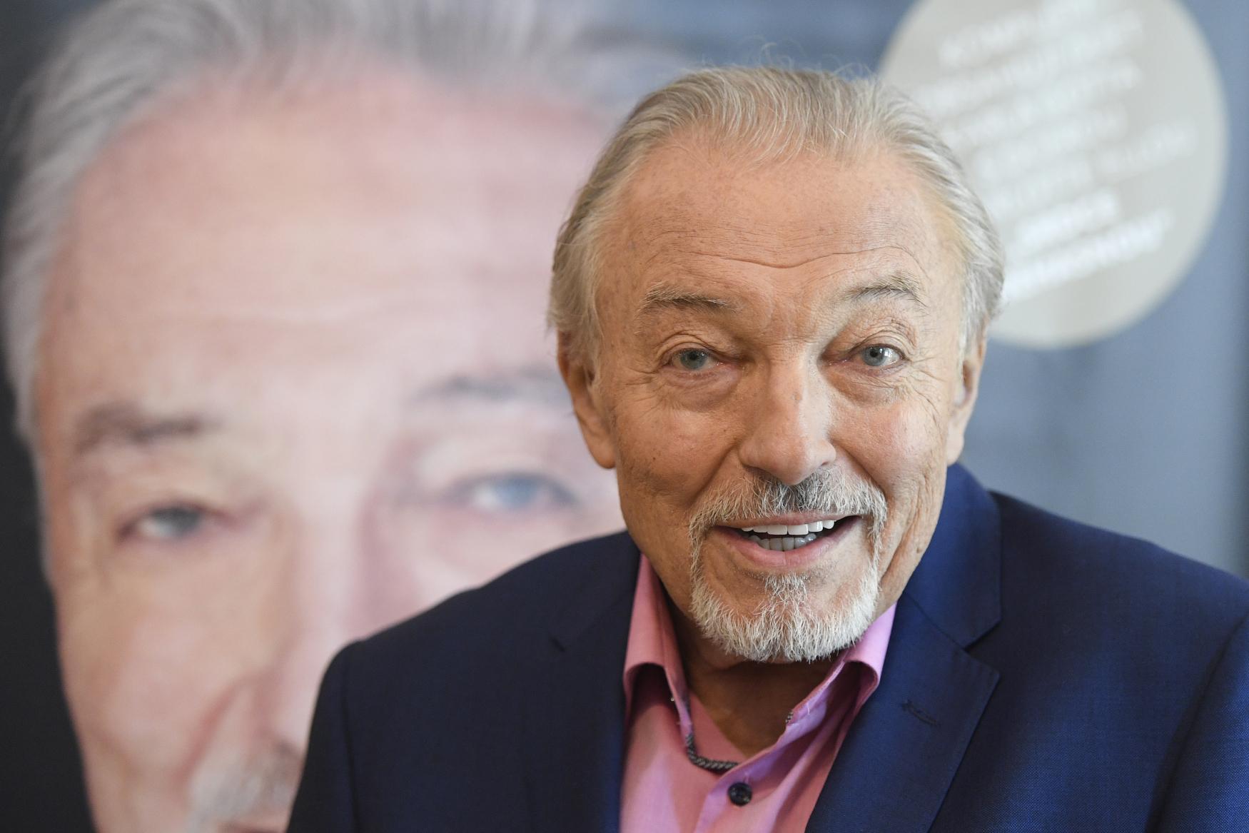 Czech pop music legend Karel Gott dies at the age of 80   Radio Prague International