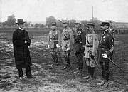 T.G. Masaryk avec Maurice Joseph Pellé (à gauche) et Louis-Eugène Faucher (second de droite) en 1919, photo: CTK