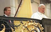 Vaclav Havel et Jean-Paul II (Photo : CTK)
