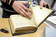 Course in Gothic bookbinding for the public, photo: CTK
