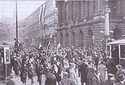 28.říjen 1918 - dav u Národního divadla