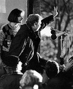 Marta Kubišová and Václav Havel, November 1989, Wenceslas Square, photo: www.kubisova.cz